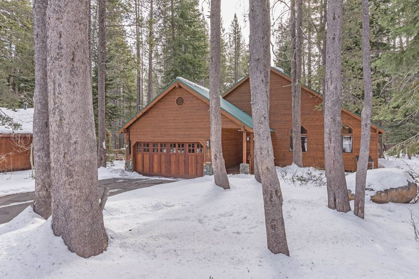 Single Family Home for Active at 15055 Davos Drive Truckee, California 96161 United States