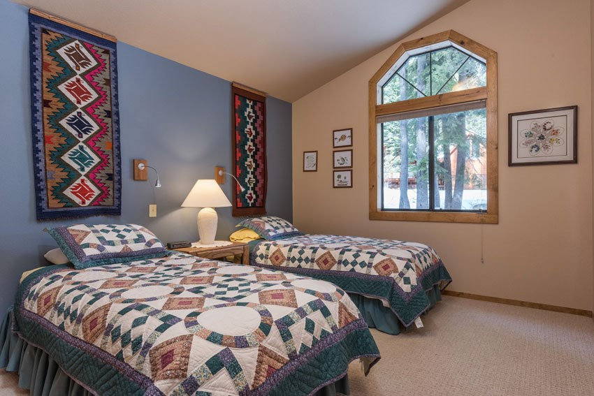 Additional photo for property listing at 15055 Davos Drive  Truckee, California 96161 United States