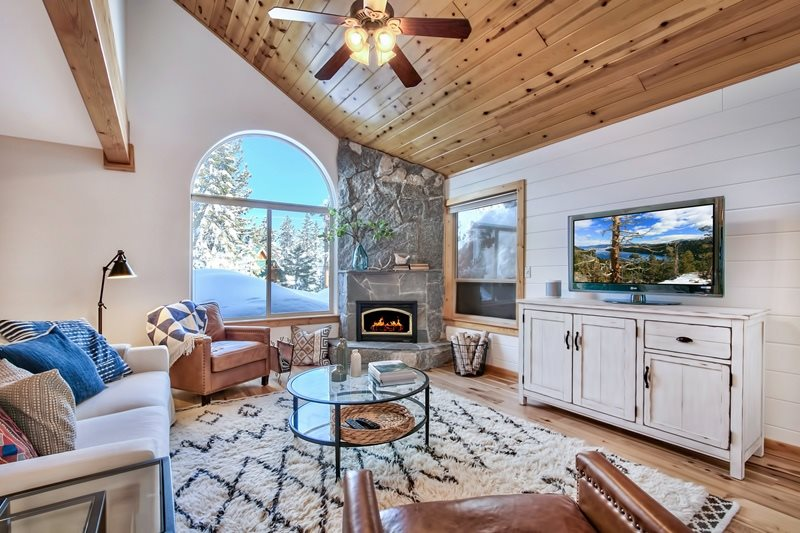 Single Family Home for Active at 14067 Gyrfalcon Street Truckee, California 96161 United States