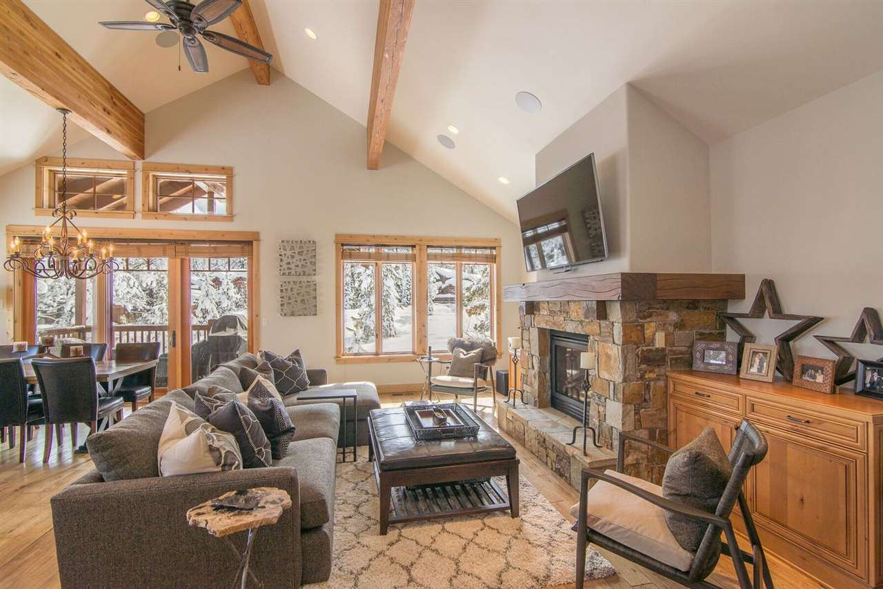 10239 Valmont Trail, Truckee, CA 96161