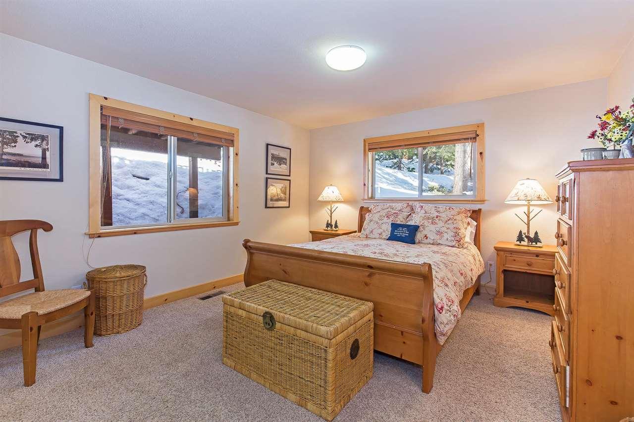 Additional photo for property listing at 699 Mountain Circle  塔霍湖, 加利福尼亚州 96148 美国