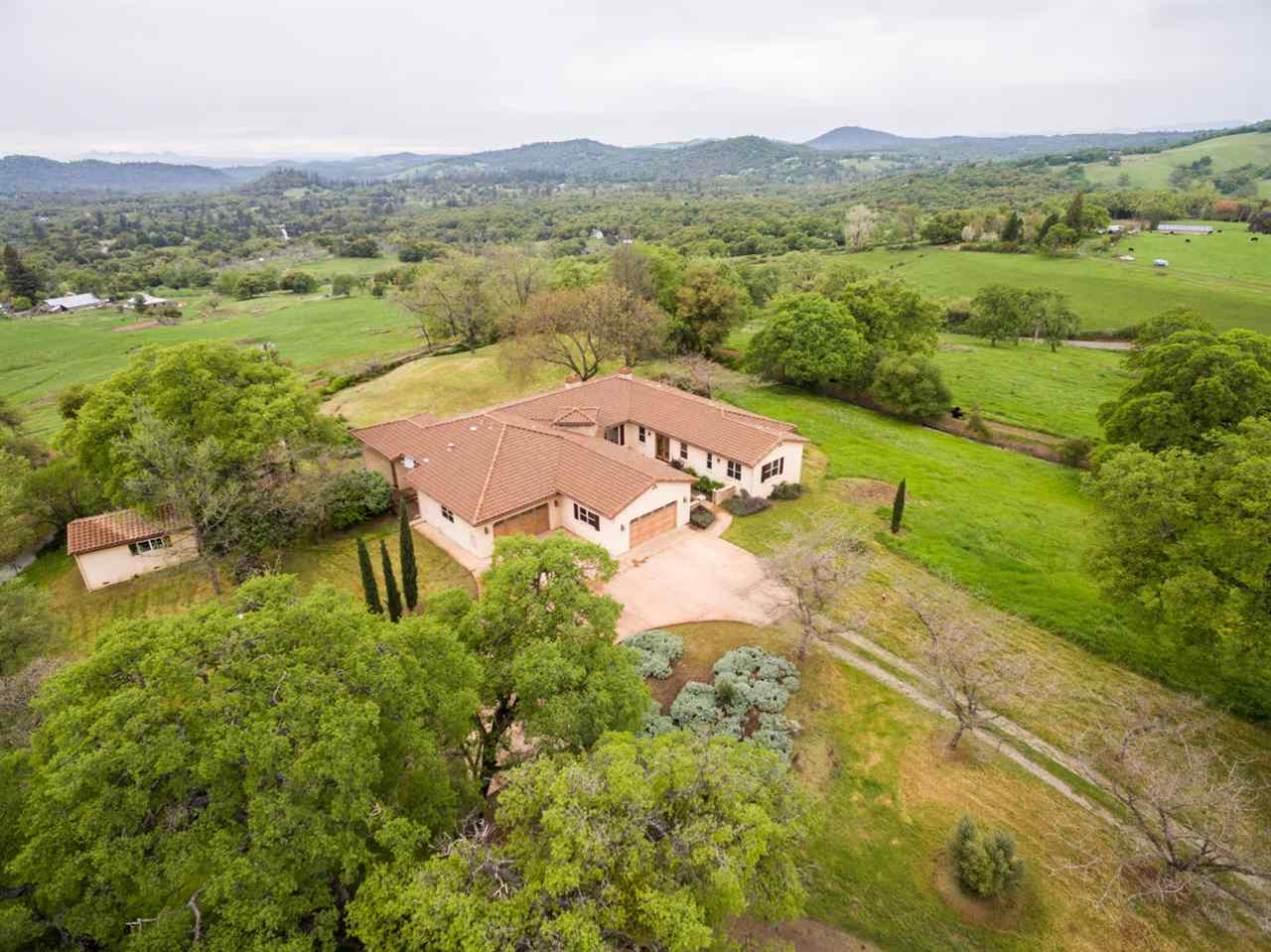 Casa Unifamiliar por un Venta en 13747 Lime Kiln Road Grass Valley, California 95949 Estados Unidos