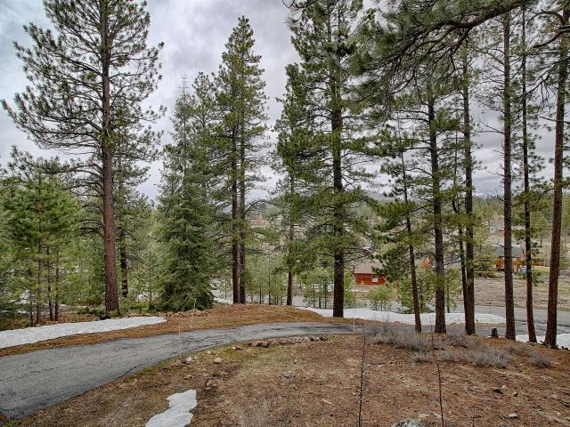 Additional photo for property listing at 10244 Somerset Drive  Truckee, California 96161 United States