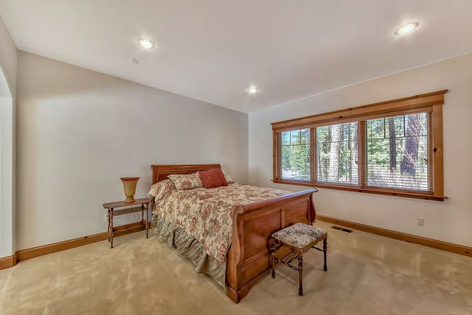 Additional photo for property listing at 596 Miners Passage 596 Miners Passage Clio, California 96106 Estados Unidos