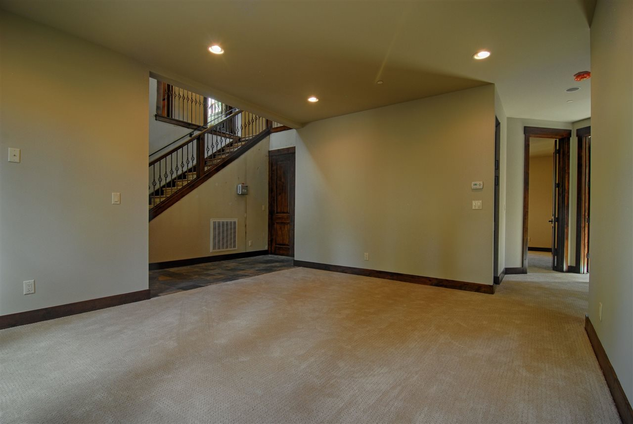 Additional photo for property listing at 7770 Kingswood Drive  Kings Beach, California 96148 Estados Unidos