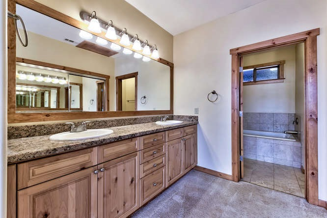 Additional photo for property listing at 11592 Dolomite Way 11592 Dolomite Way Truckee, California 96161 United States