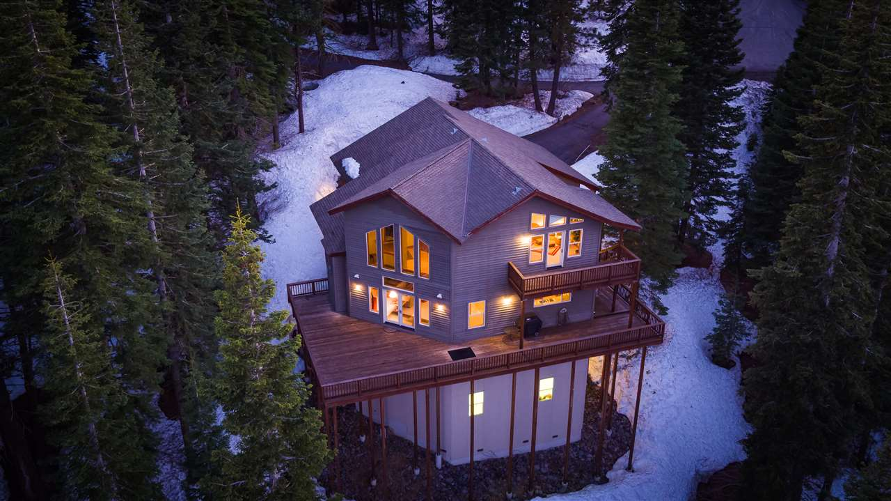 Single Family Home for Active at 11668 Tundra Drive Truckee, California 96161 United States