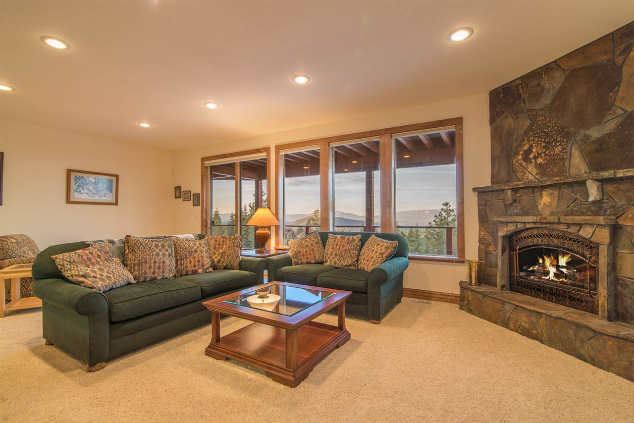 Additional photo for property listing at 14379 Skislope Way  Truckee, California 96161 United States