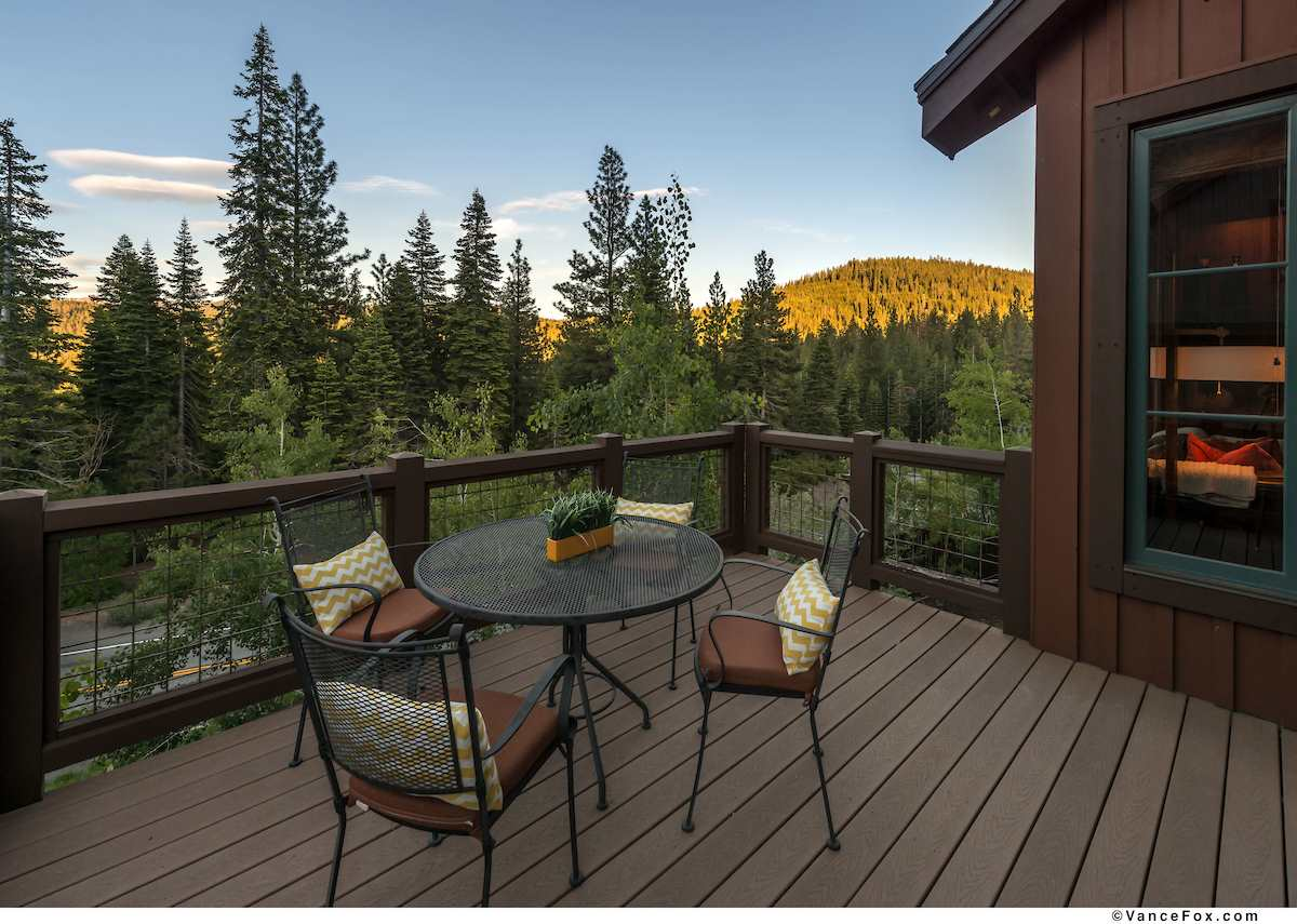 Additional photo for property listing at 7413 Larkspur Lane  Truckee, California 96161 United States