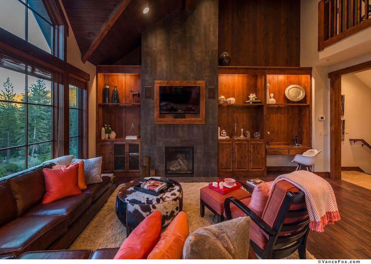 Additional photo for property listing at 7413 Larkspur Lane 7413 Larkspur Lane Truckee, California 96161 United States