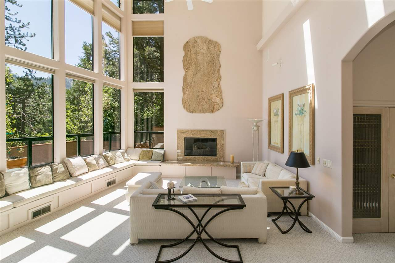 Additional photo for property listing at 700 Squaw Valley Road 700 Squaw Valley Road Olympic Valley, California 96146 Estados Unidos