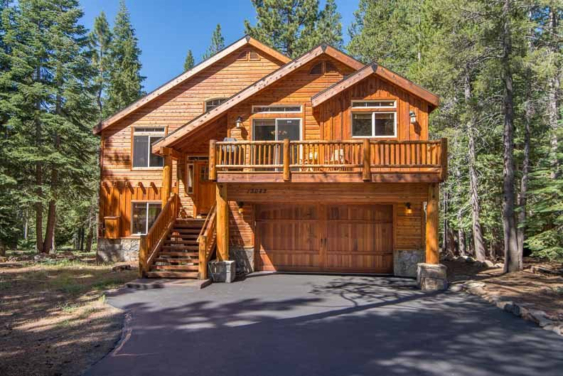 Single Family Home for Active at 13082 Ski View Loop 13082 Ski View Loop Truckee, California 96161 United States