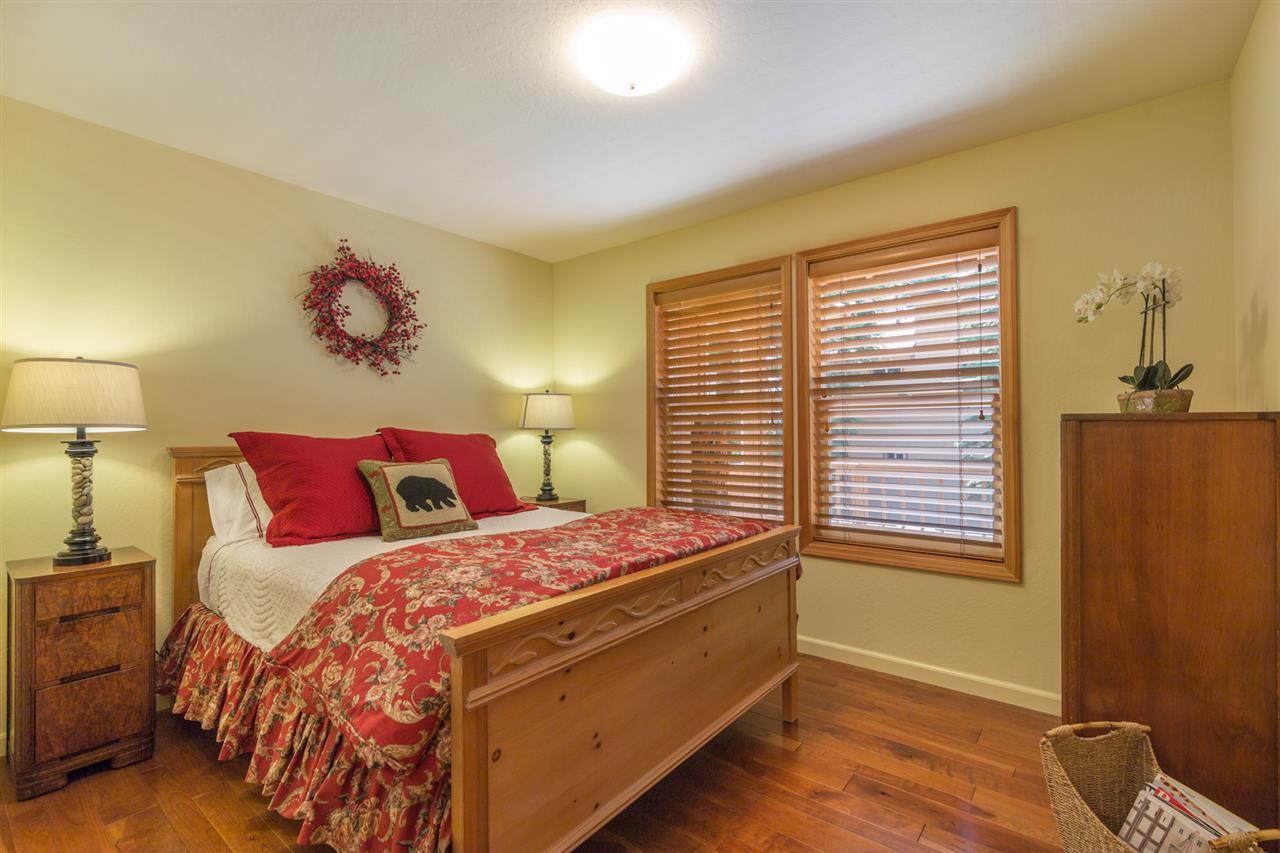 Additional photo for property listing at 10991 Zermatt Drive 10991 Zermatt Drive Truckee, California 96161 United States