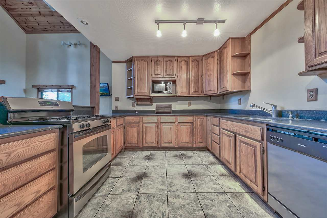 Additional photo for property listing at 13315 Davos Drive 13315 Davos Drive Truckee, California 96161 United States