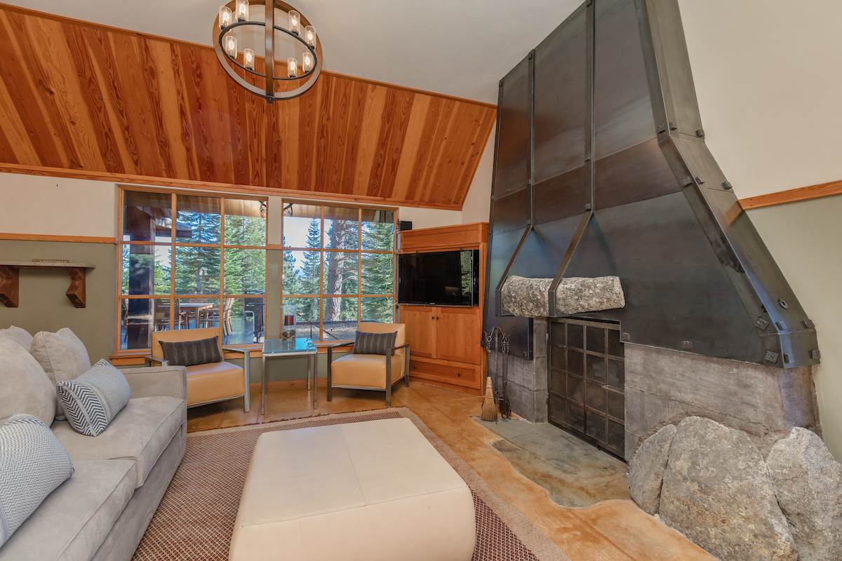 Additional photo for property listing at 245 George Giffen 245 George Giffen Truckee, California,96161 United States