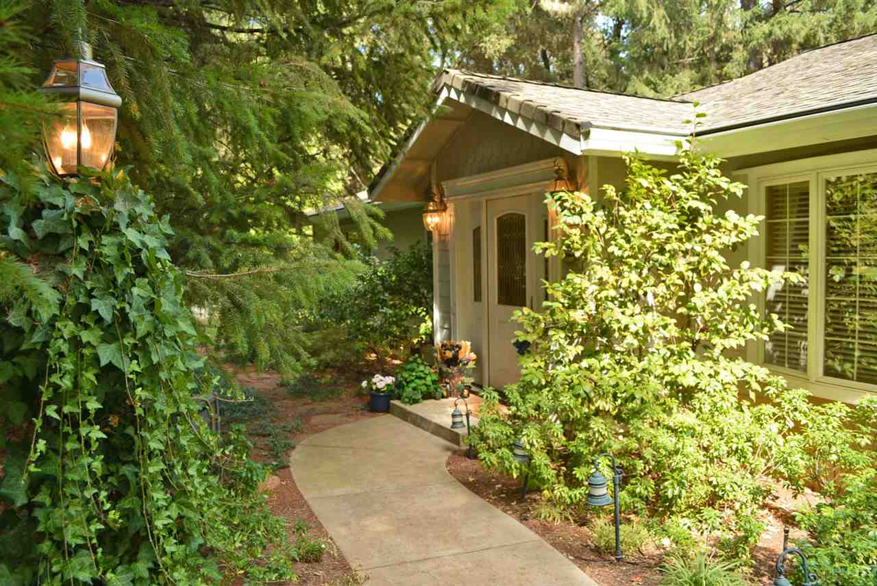 Casa Unifamiliar por un Venta en 13287 Rattlesnake Road 13287 Rattlesnake Road Grass Valley, California 95945 Estados Unidos