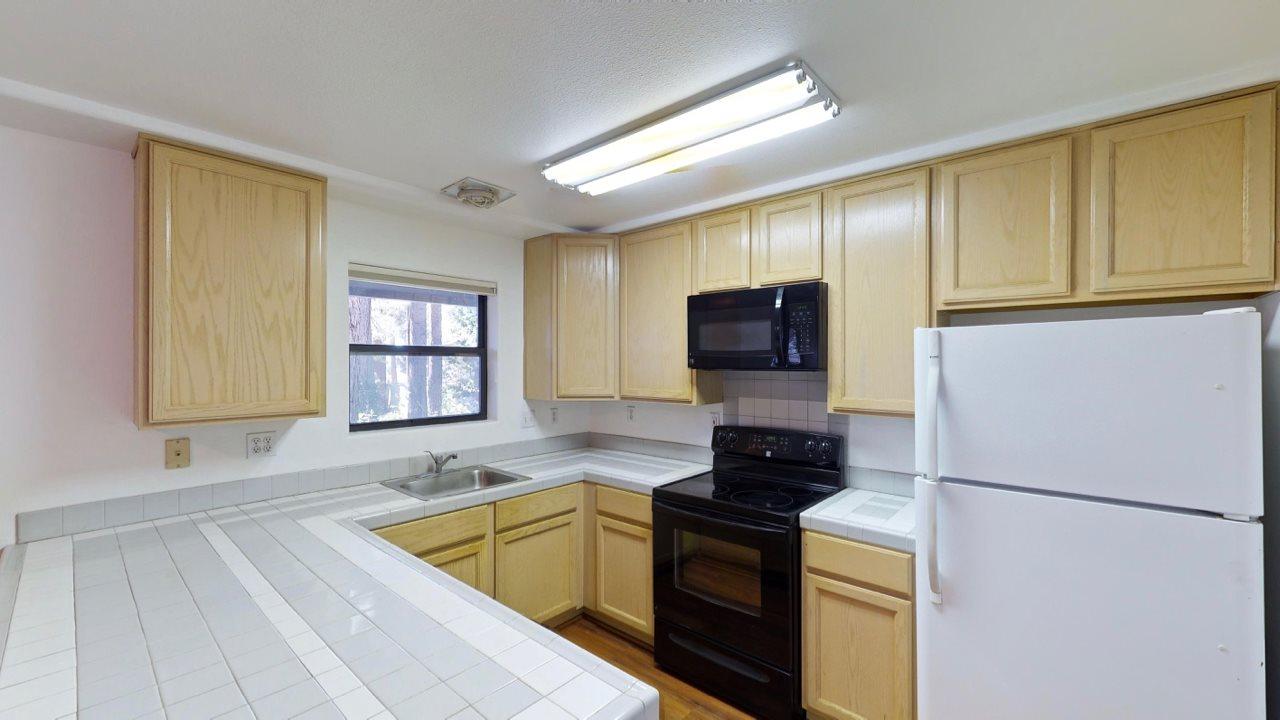 Additional photo for property listing at 8862 Minnow Avenue 8862 Minnow Avenue Kings Beach, California 96143 Estados Unidos