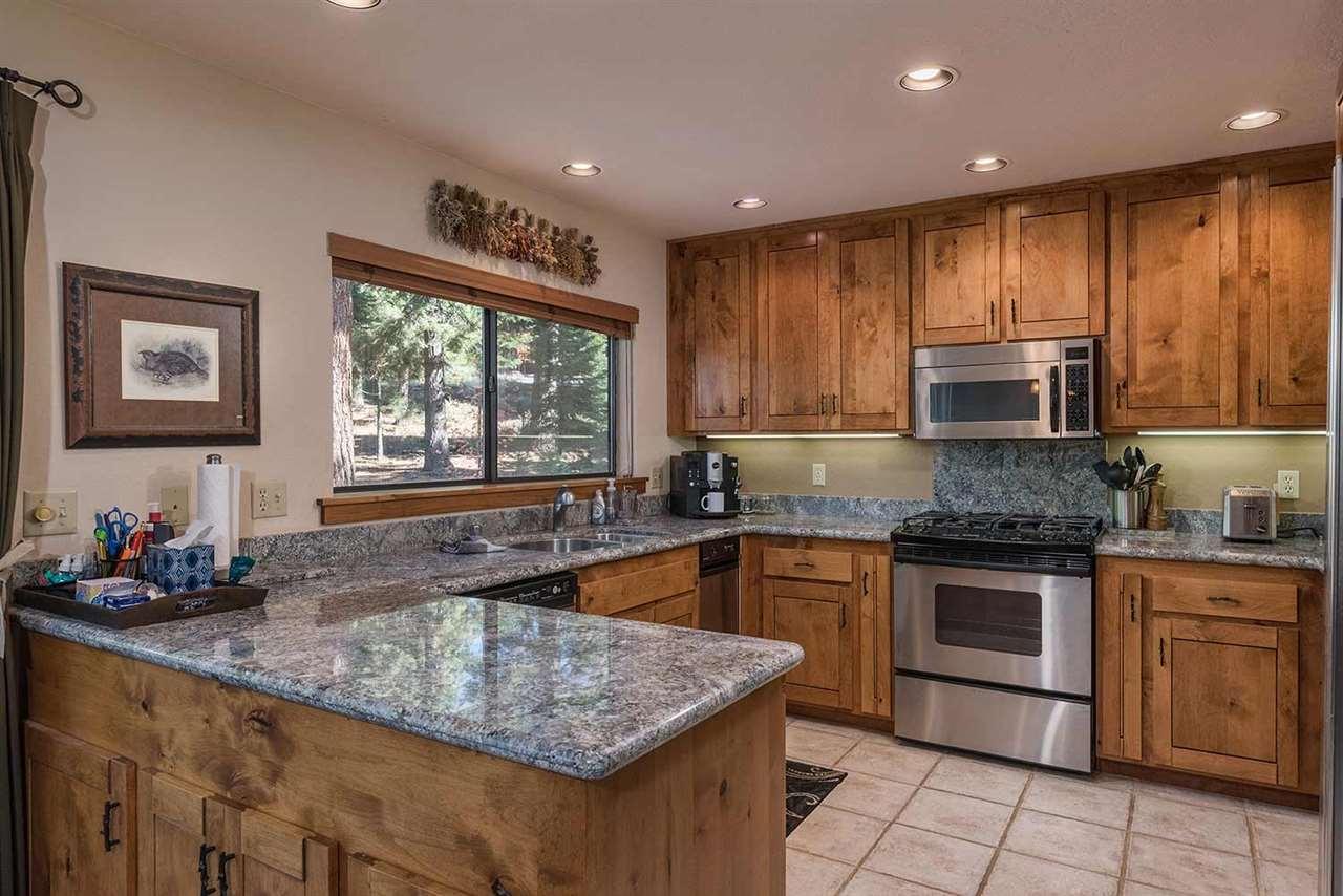 Additional photo for property listing at 1018 Martis Landing 1018 Martis Landing Truckee, California 96161 Estados Unidos