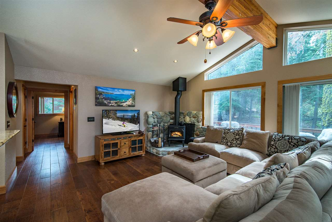 Casa Unifamiliar por un Venta en 1149 Regency Way 1149 Regency Way Kings Beach, California 96148 Estados Unidos
