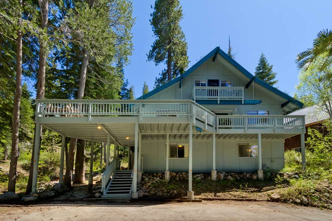 Casa Unifamiliar por un Venta en 14785 South Shore Drive 14785 South Shore Drive Truckee, California 96161 Estados Unidos