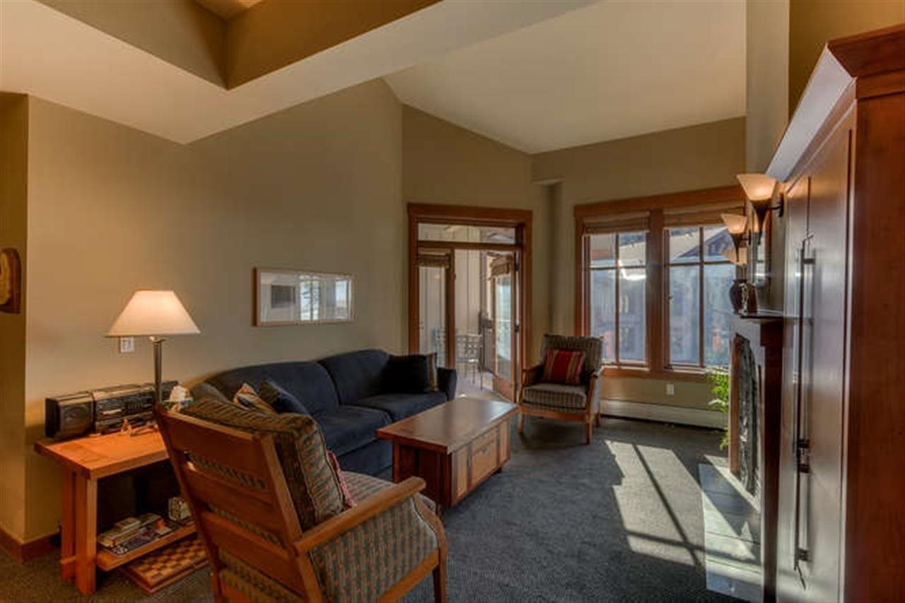 共管式独立产权公寓 为 销售 在 1850 Village South Road 1850 Village South Road 奥林匹克山, 加利福尼亚州 96146 美国