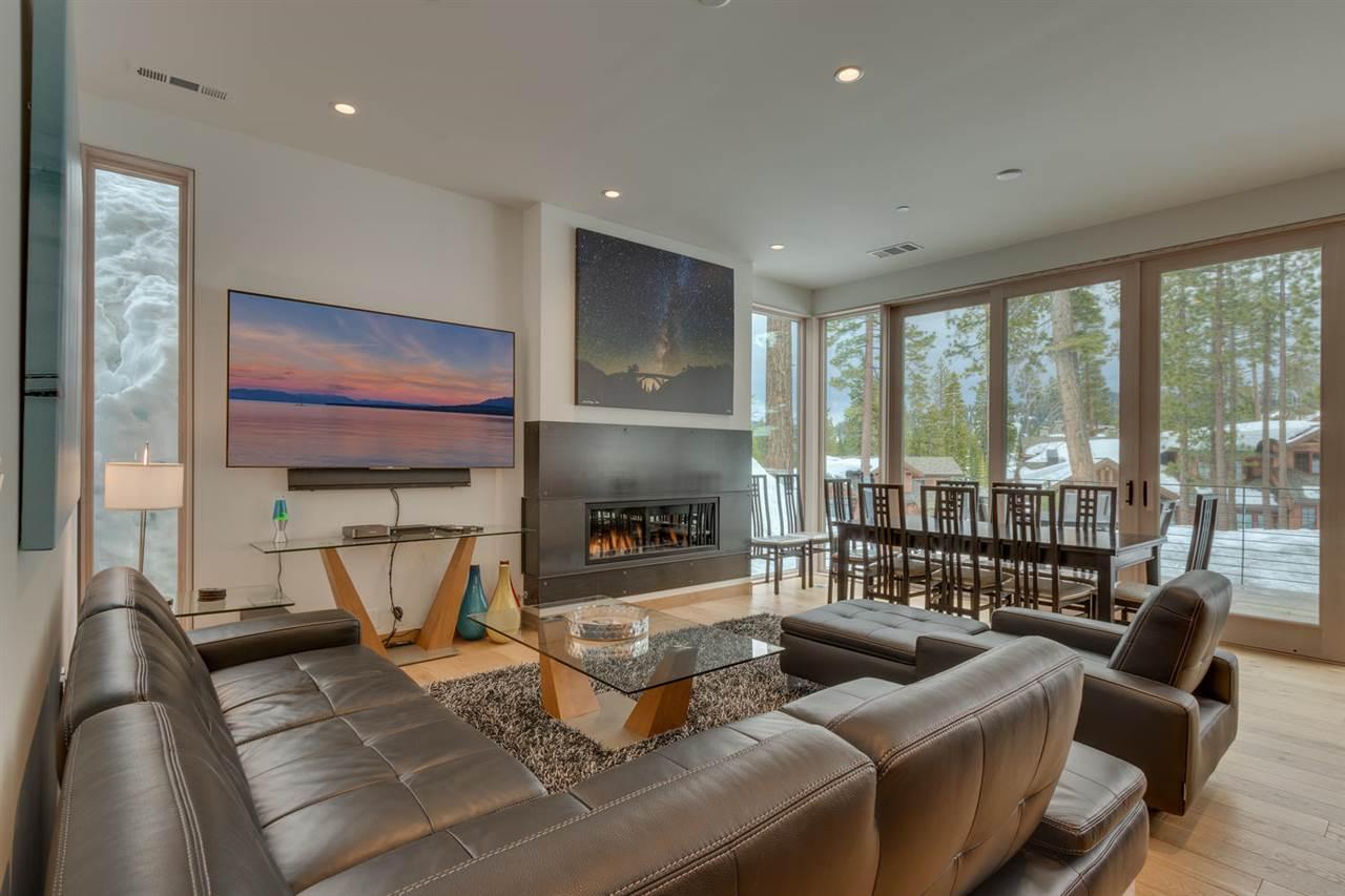 Condominium for Active at 15020 Peak View Place Truckee, California United States