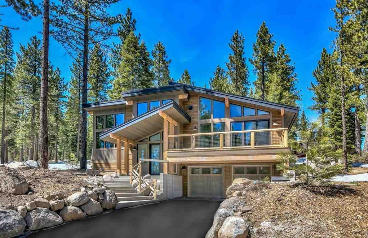 Single Family Home for Active at 11964 Cavern Way 11964 Cavern Way Truckee, California 96161 United States