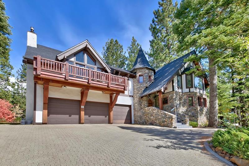 独户住宅 为 销售 在 3095 Cedarwood Drive 3095 Cedarwood Drive 塔霍湖城, 加利福尼亚州 96145 美国