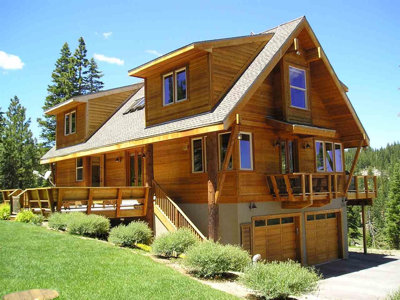 Single Family Home for Active at 19550 La Mirada Road 19550 La Mirada Road Truckee, California 96161 United States