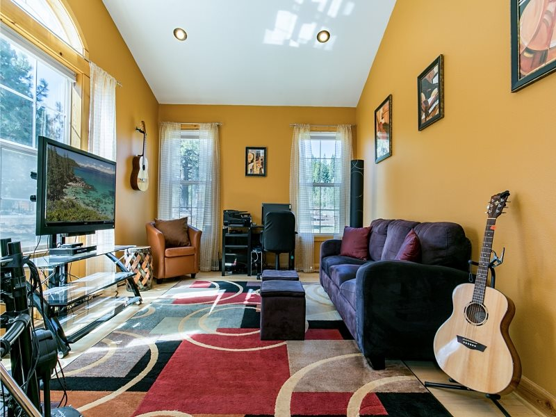 Additional photo for property listing at 11150 Thelin Drive Truckee, California 96161 United States