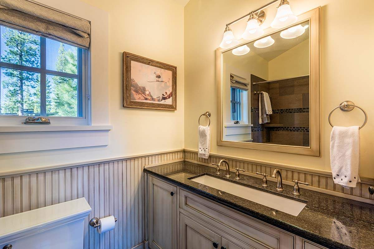 Additional photo for property listing at 8605 Huntington Court 8605 Huntington Court Truckee, California 96161 United States