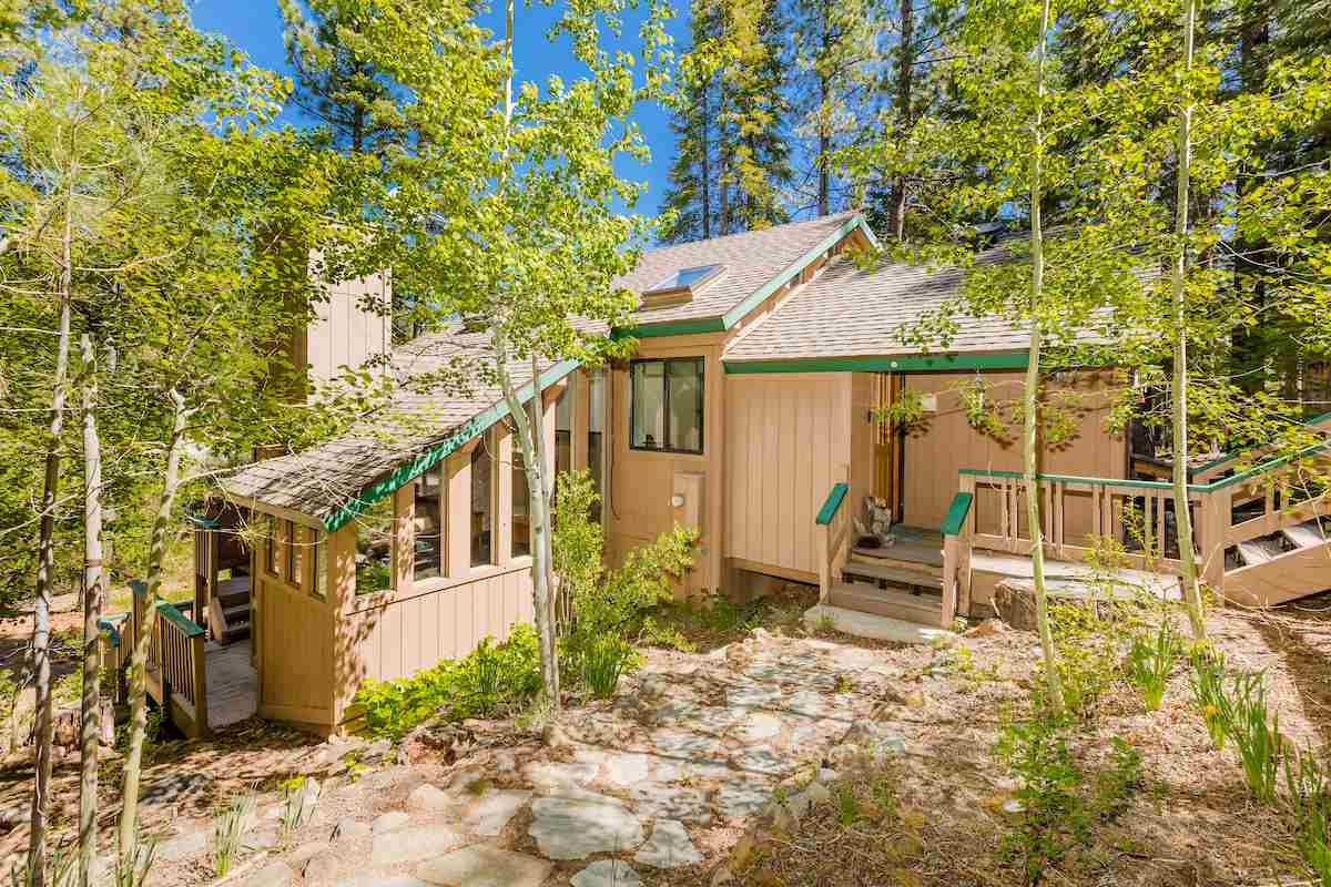 Single Family Home for Active at 800 Beaver Pond 800 Beaver Pond Truckee, California 96161 United States