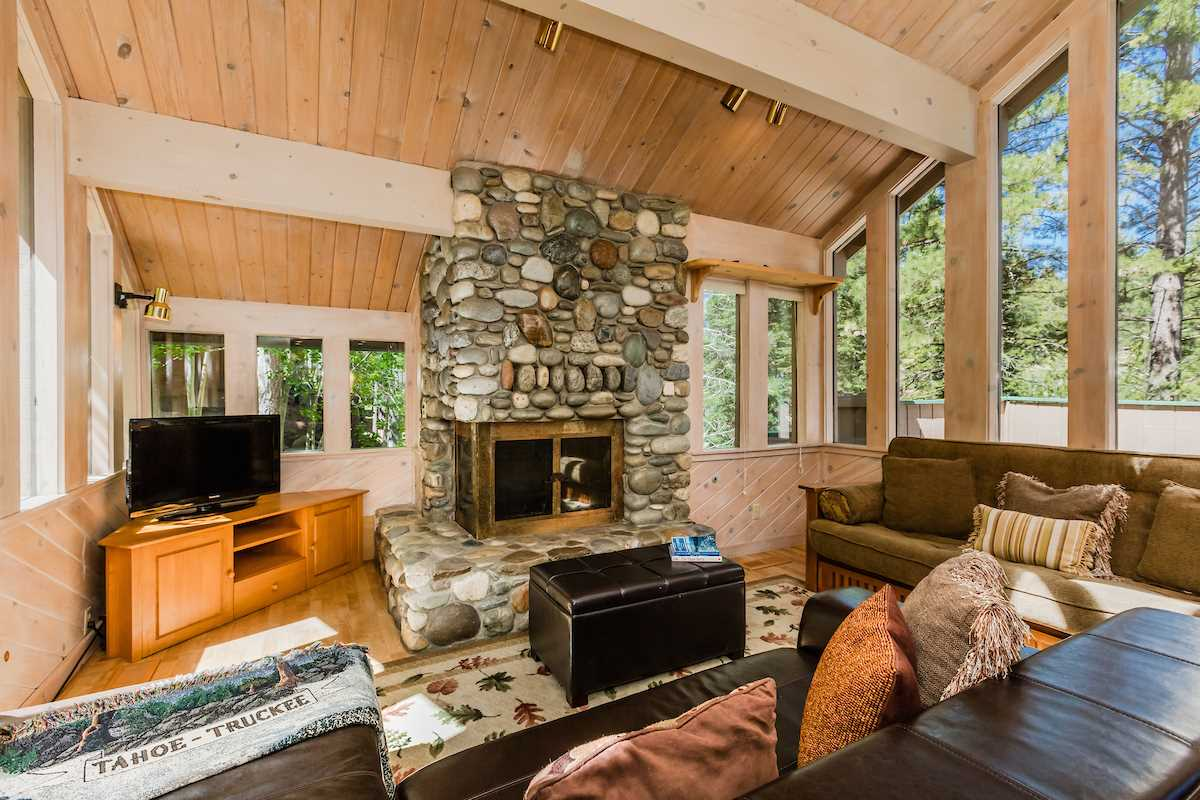 Additional photo for property listing at 800 Beaver Pond 800 Beaver Pond Truckee, California 96161 United States