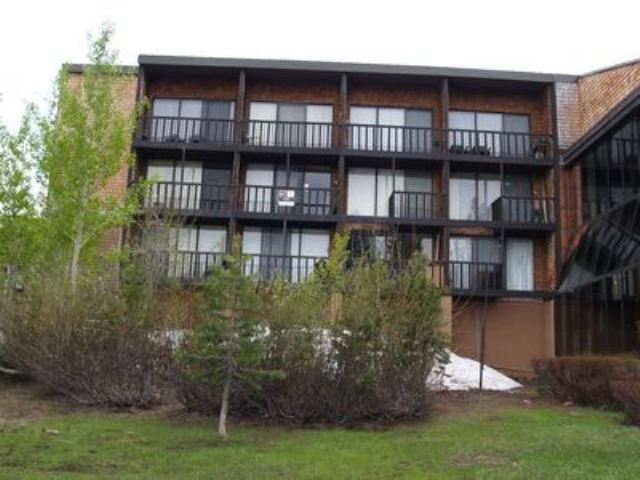 公寓 / 联排别墅 为 销售 在 11591 Snowpeak Way 11591 Snowpeak Way 特拉基, 加利福尼亚州 96161 美国