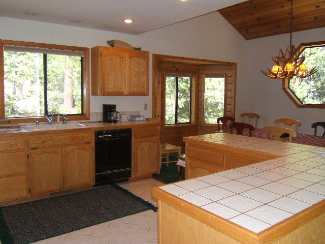 Additional photo for property listing at 12101 Snowpeak Way Truckee, California 96161 United States