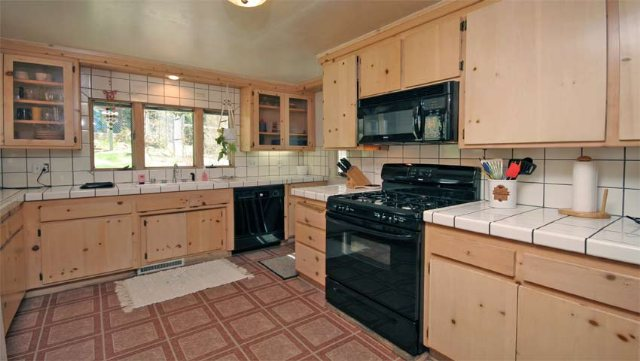 Additional photo for property listing at 476 Fox Street 476 Fox Street Kings Beach, California 96143 United States