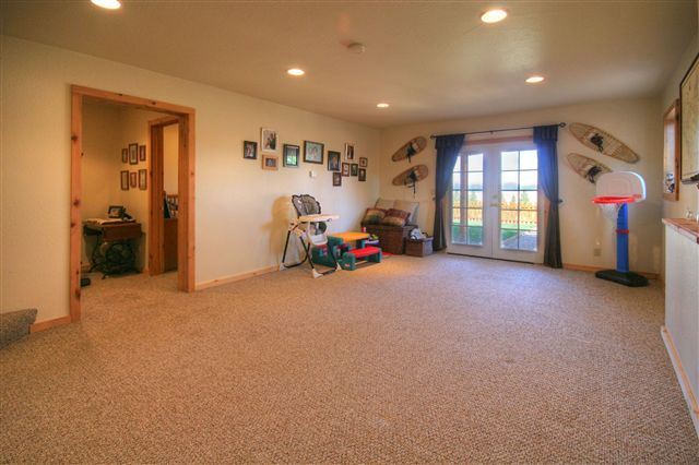 Additional photo for property listing at 418 Willow Street Sierraville, California 96126 United States