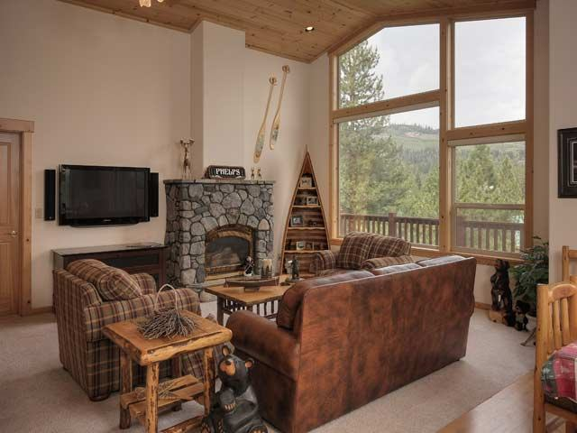 Additional photo for property listing at 12450 Snowpeak Way Truckee, California 96161 United States