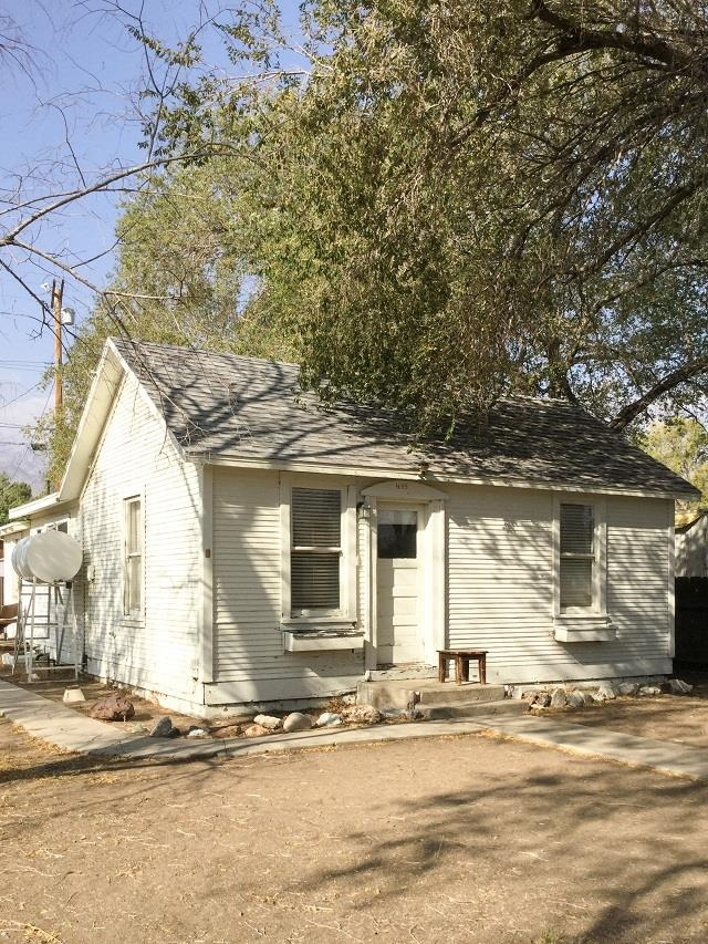 Cozy home with lots of potential. This 2 bedroom 1 full bath home is the perfect location to take advantage of all the Eastern Sierra has to offer while taking in views of the magnificent mountain range from the backyard.  Sunny backroom with lots of windows adds extra space and a laundry room.