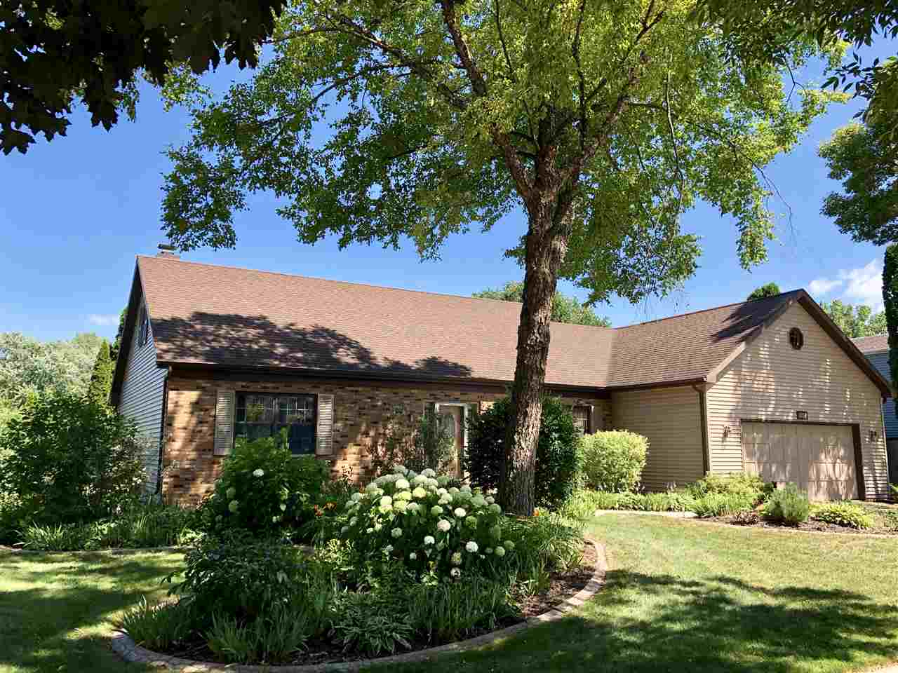 1854 CLIFFVIEW Court,OSHKOSH,Wisconsin 54901-2505,3 Bedrooms Bedrooms,3.1 BathroomsBathrooms,Residential,CLIFFVIEW,50190645
