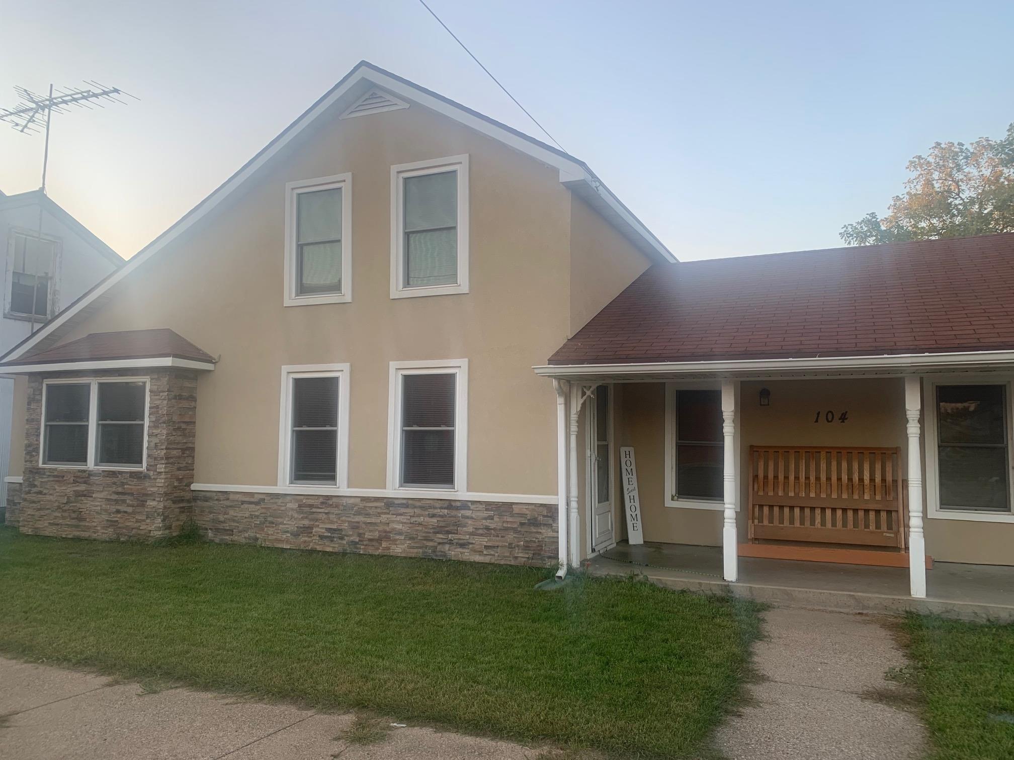 104 E Wisconsin Street, Weyauwega, WI 54983