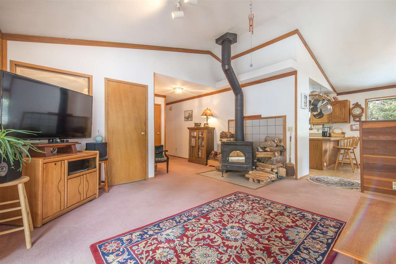 Additional photo for property listing at 10504 Laurelwood Drive 10504 Laurelwood Drive Truckee, California 96161 United States