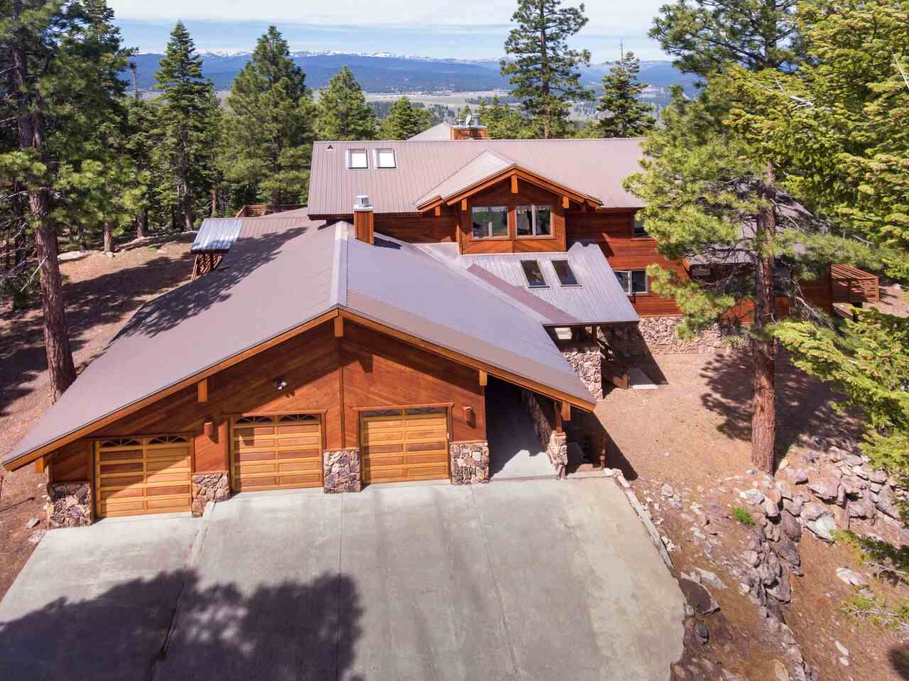Single Family Home for Active at 11824 Fox Court 11824 Fox Court Truckee, California 96161 United States