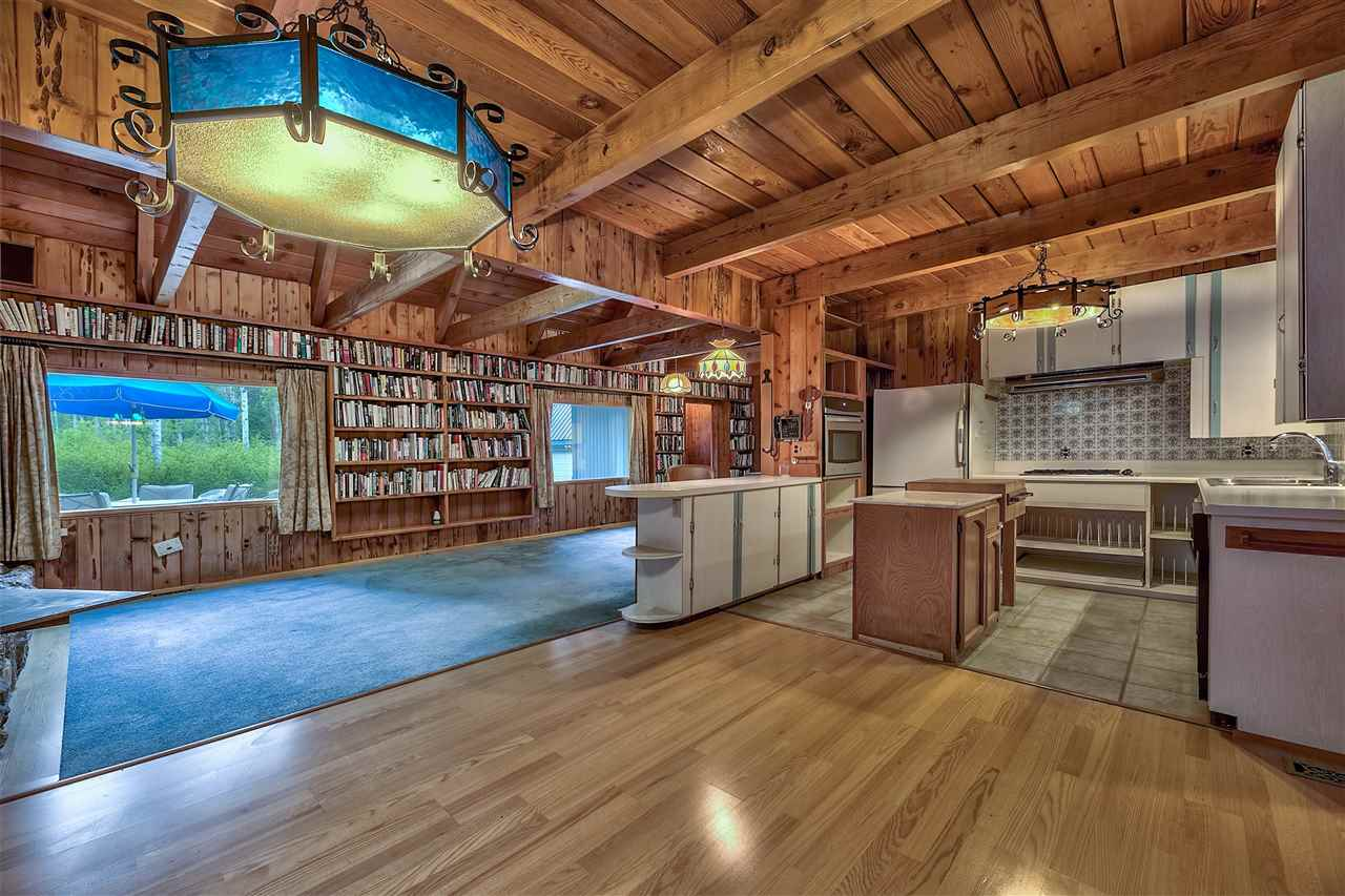 Additional photo for property listing at 4075 Madrone Avenue 4075 Madrone Avenue South Lake Tahoe, California 96141 United States