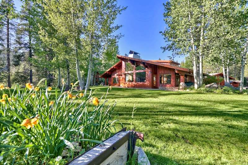 Additional photo for property listing at 325 Squaw Valley Road Olympic Valley, California 96146 United States