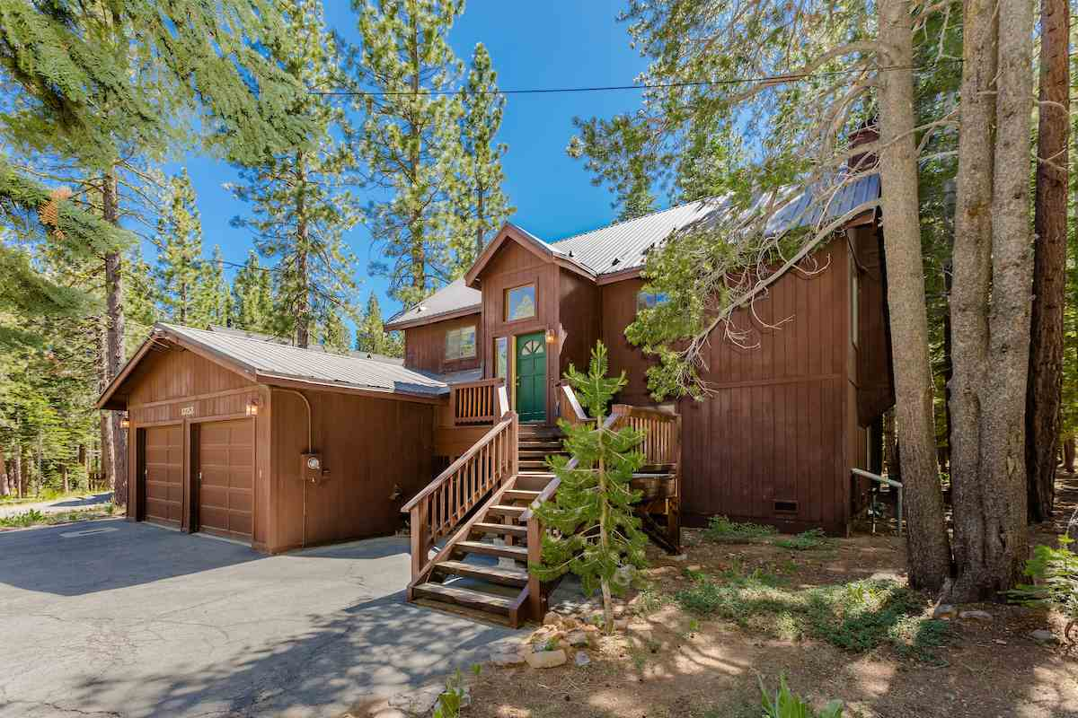 Single Family Home for Active at 13753 Ski View Loop 13753 Ski View Loop Truckee, California 96161 United States
