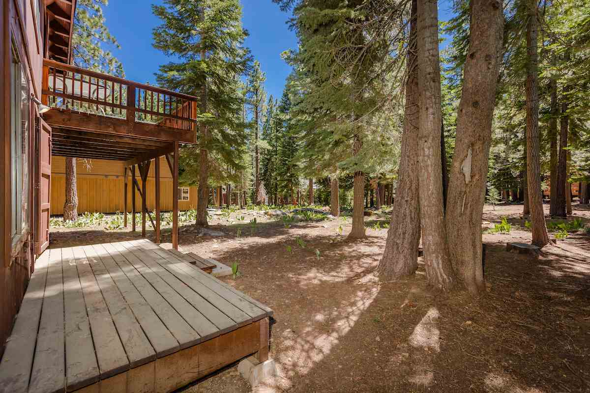 Additional photo for property listing at 13753 Ski View Loop 13753 Ski View Loop Truckee, California 96161 United States