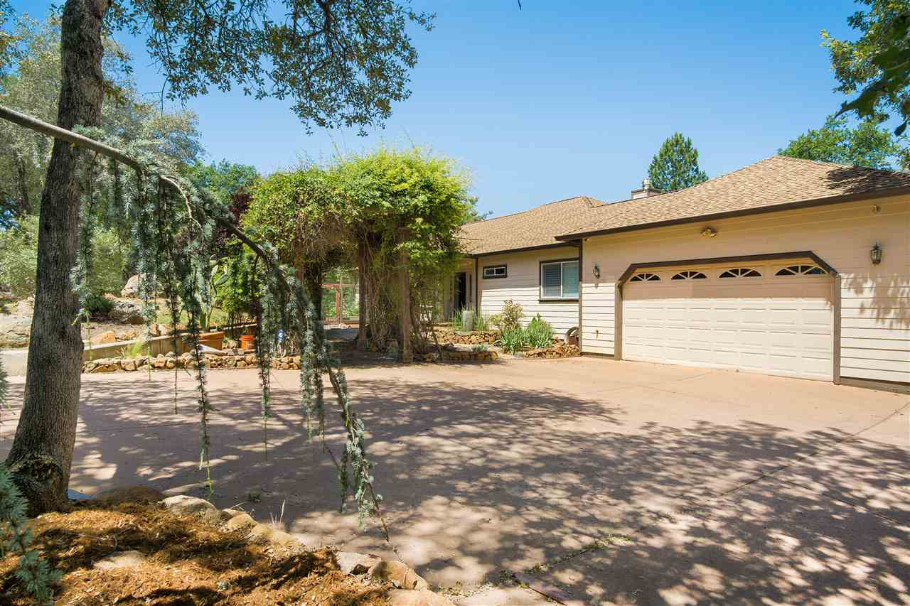 Casa Unifamiliar por un Venta en 16038 Meadowbrook Court 16038 Meadowbrook Court Grass Valley, California 95949 Estados Unidos