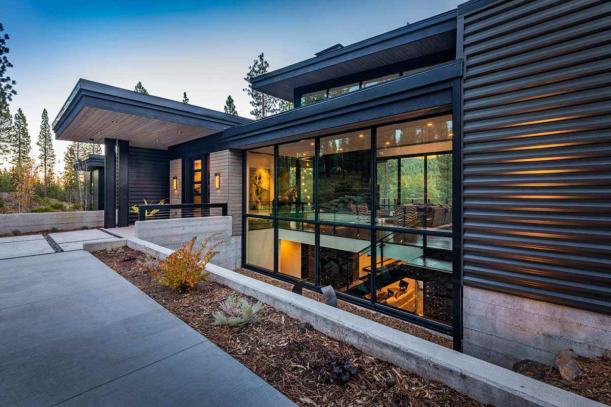 Additional photo for property listing at 10925 Wyntoon Court Truckee, California 96161 Estados Unidos