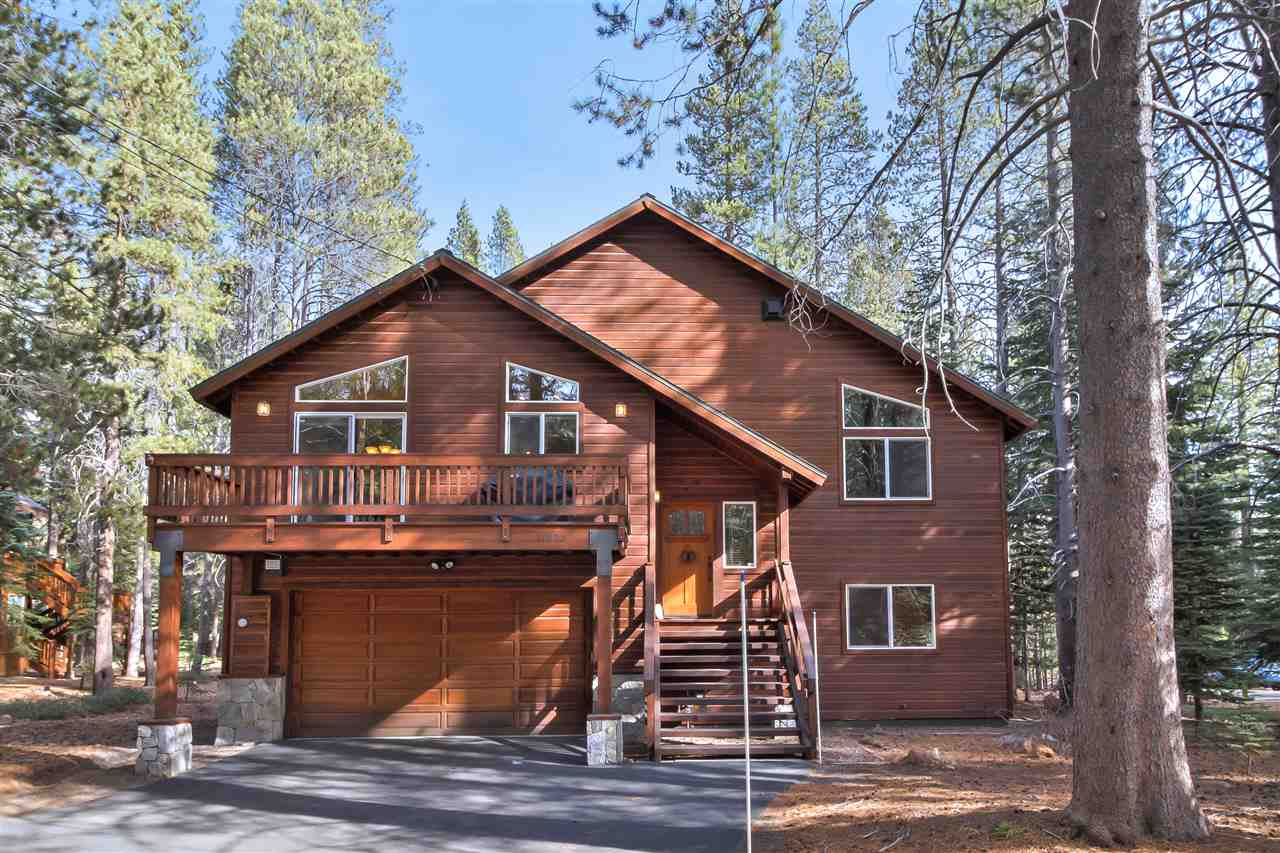 Single Family Homes for Active at 11895 Zermatt Drive Truckee, California 96161 United States